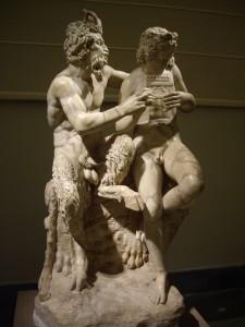 Pan insegna a Dafni a suonare lo zufolo (scultura conservata al Museo Archeologico di Napoli).