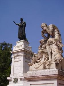 """Gruppo scultoreo rappresentante le """"Georgiche"""" (opera di G. Menozzi) nel monumento a Virgilio in Mantova."""