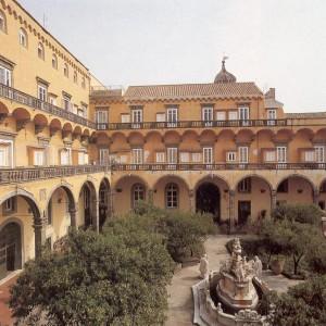 Veduta del chiostro del monastero di S. Gregorio Armeno a Napoli.